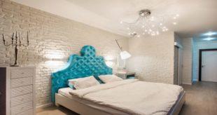 Кирпичная стена в дизайне интерьера спальни