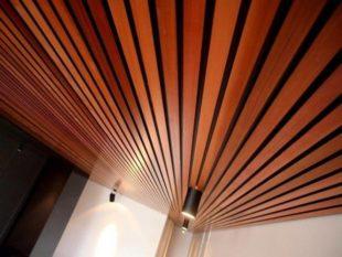 Применение и монтаж реечного алюминиевого потолка