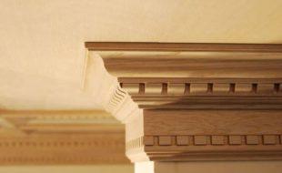 Из какого материала выбрать потолочный плинтус для дома