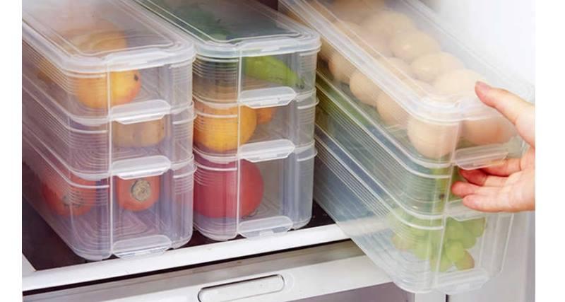 Для пищи (имеют пометку температуры, при которой можно использовать пластик для СВЧ