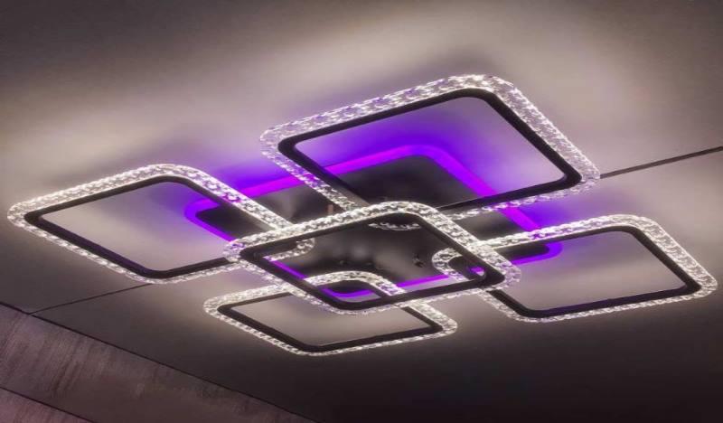Люстра имеет от 2 и больше уровней освещения