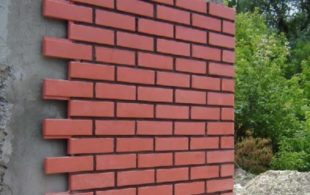 Декоративная фасадная плитка под кирпич – особенности использования и характеристики