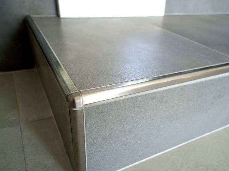 Связывание плиточных рядов и увеличение стеновой прочности.