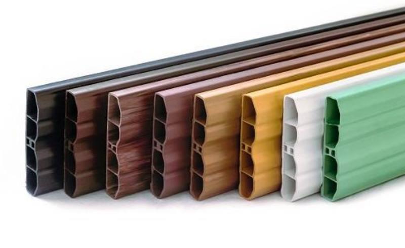 Визуально штакетник из полимера ничуть не отличается от деревянного