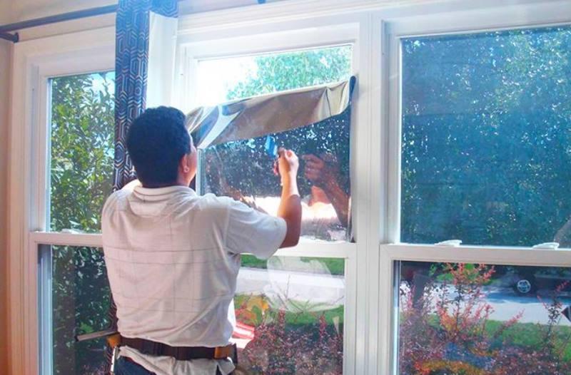 Не нарушит прозрачность стекла, лишь чуть приглушит ее.