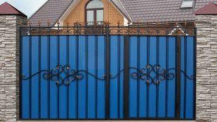 Металлические распашные ворота с калиткой: виды, изготовление, фото