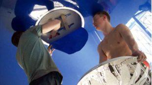 Как установить люстру на натяжной потолок своими руками